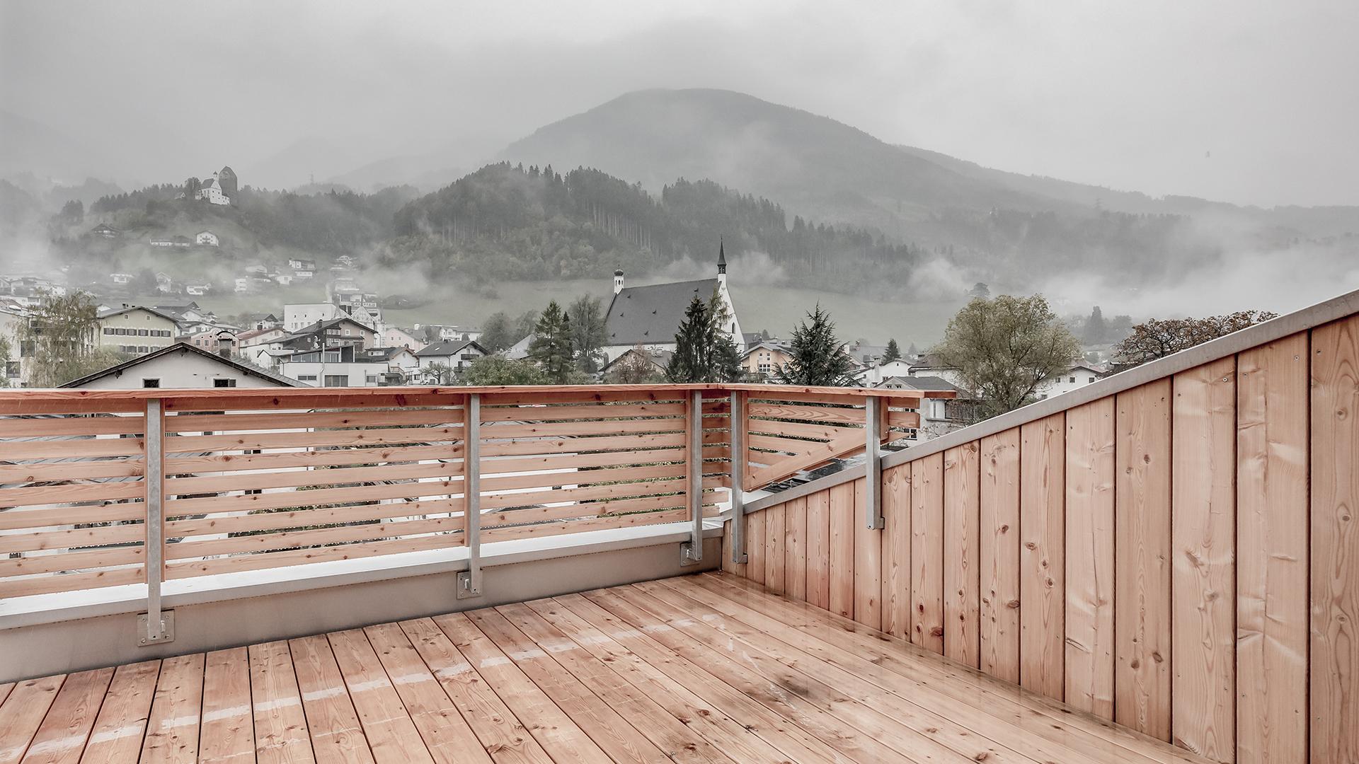 Terrasse und Aussicht aus dem Blauen Haus in Schwaz